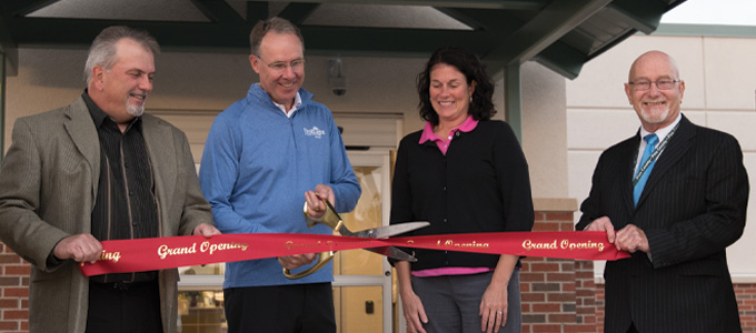 Ribbon cutting ceremony at the Pine City clinic
